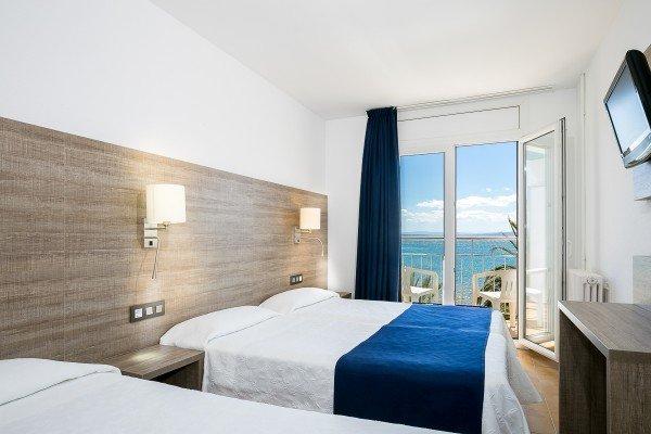 Dreibettzimmer mit Meerblick