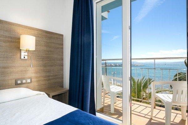 Chambre triple avec vue sur la mer
